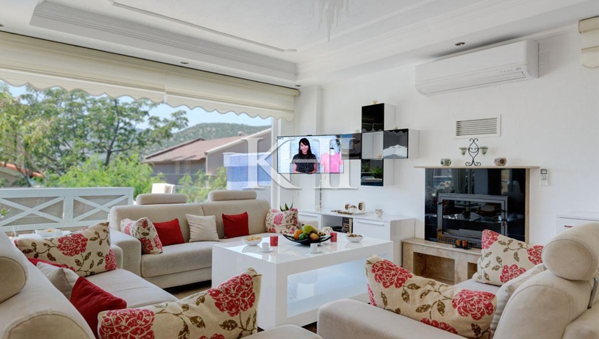 Detached Villa For Sale in Kalamar